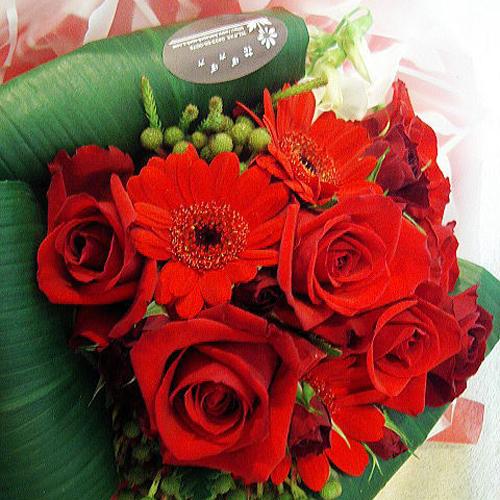プロポーズのプレゼントにオススメ赤バラの花束ブーケ。誕生日